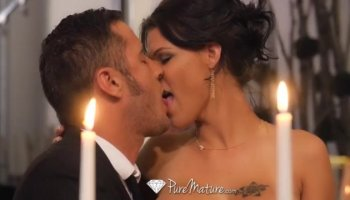Honey is delighting hunk with racy oral job